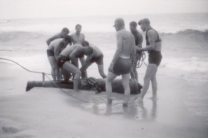Navy divers recover a cannon from the wreck of Peterhoff