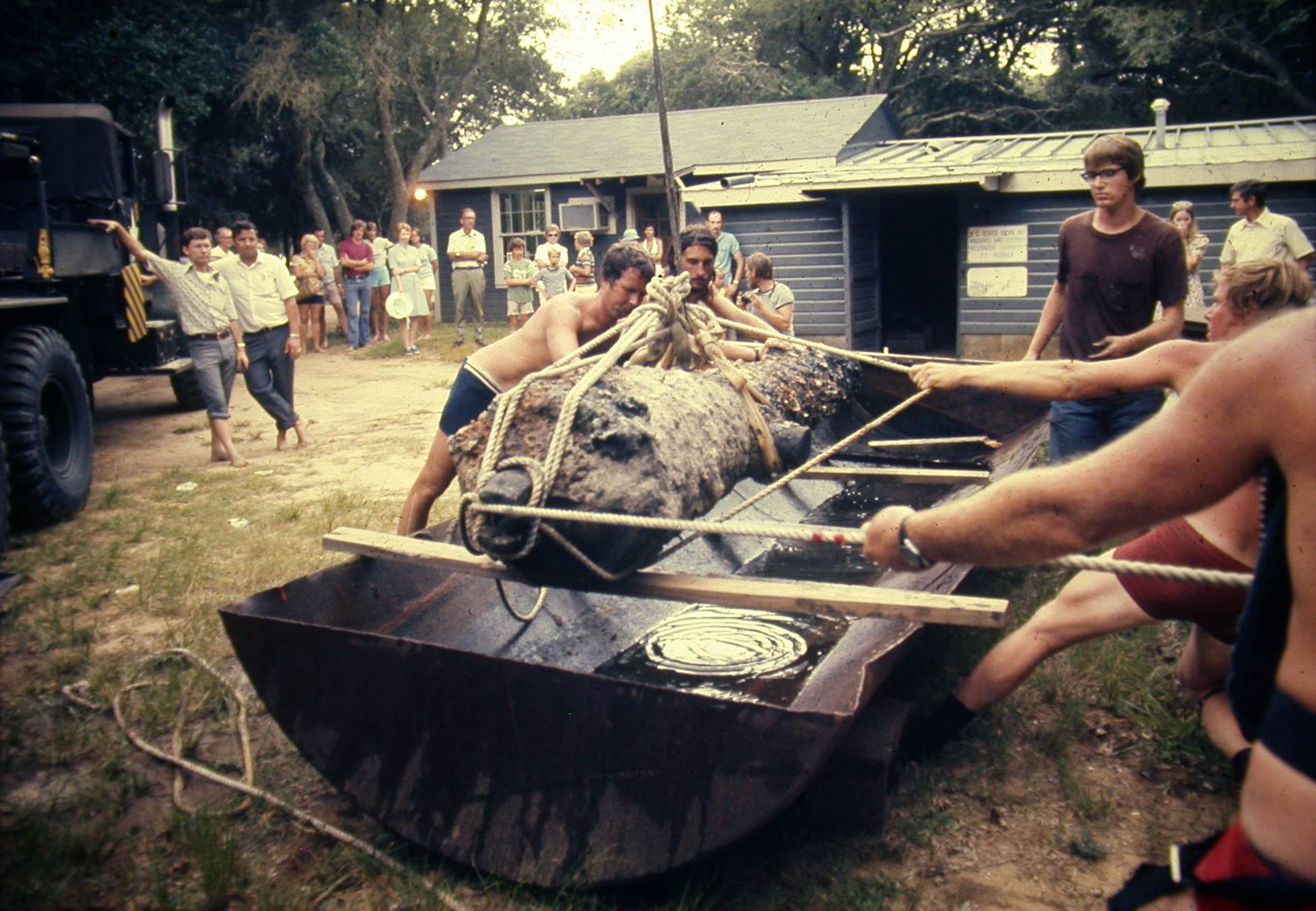 Placing a cannon in a tank at the UAB facility in 1974
