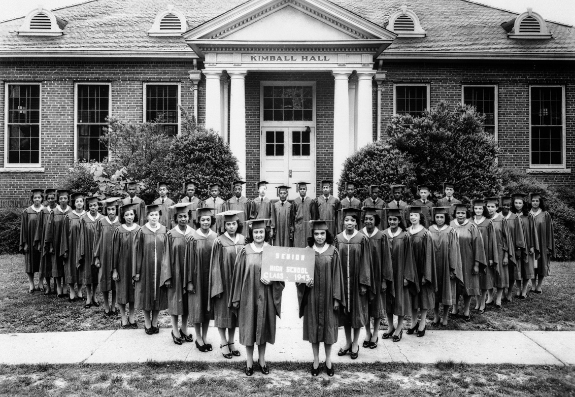 Graduating class of 1943 in front of Kimball Hall