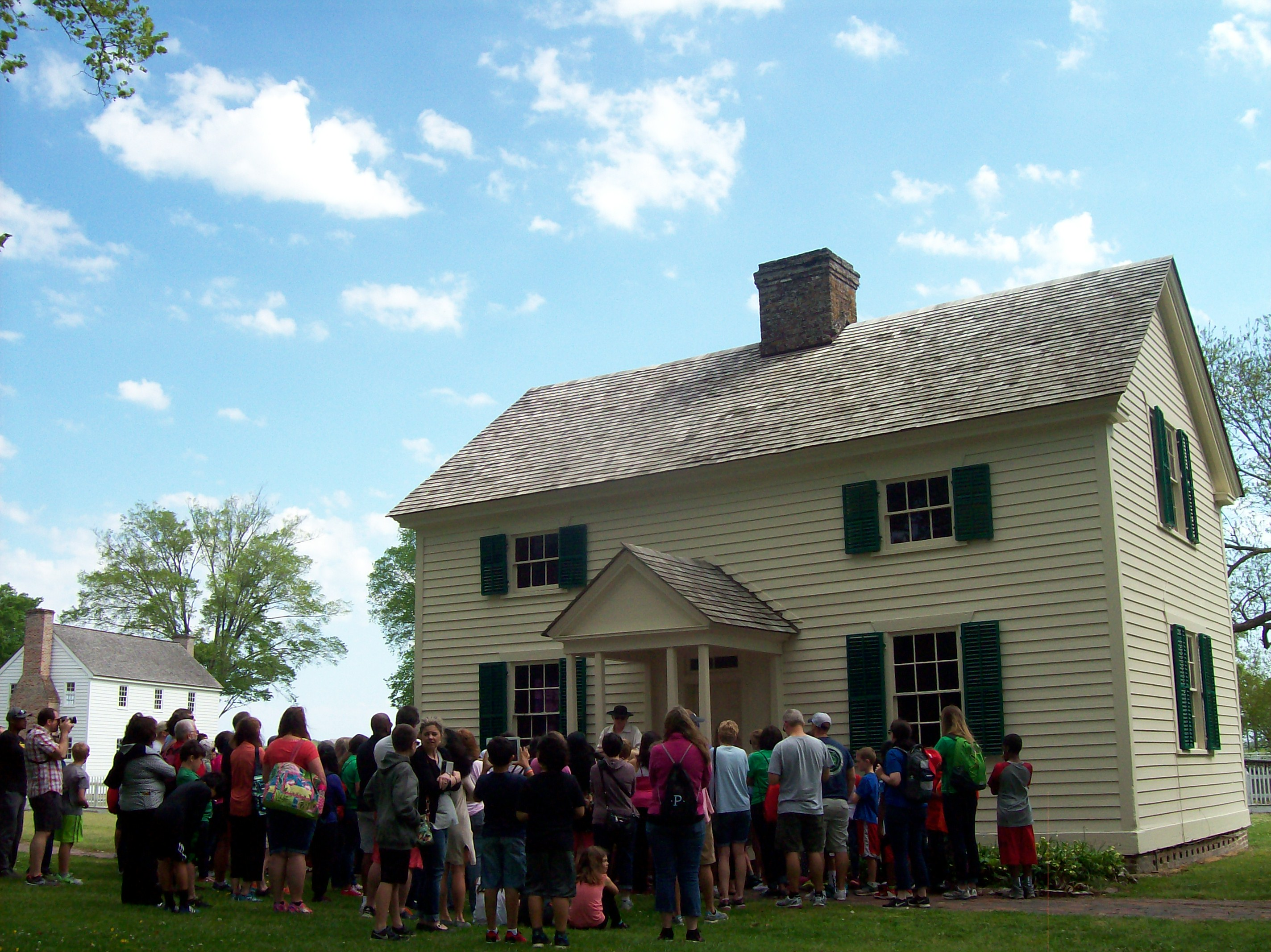 school group in front of the Colony House
