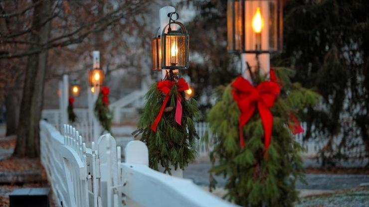 lanterns with christmas decorations