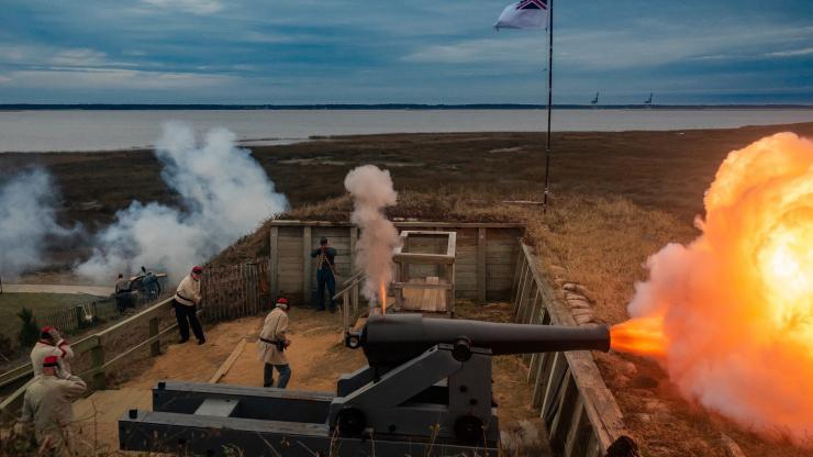 FF 32-pounder firing