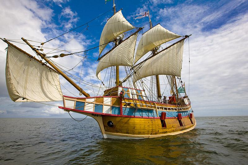 Elizabeth II sailing