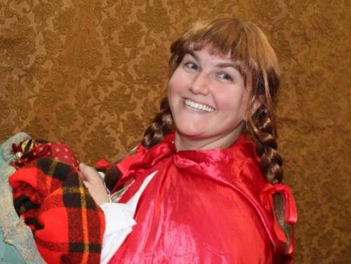 Red and the Big Bully Wolf actress in a kid's show at Roanoke Island Festival Park