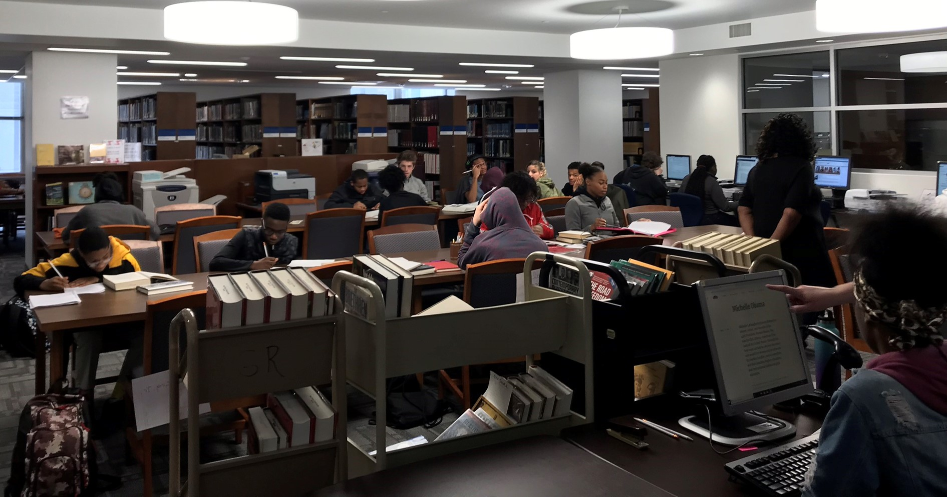classvisit.jpg: Image of students researching.