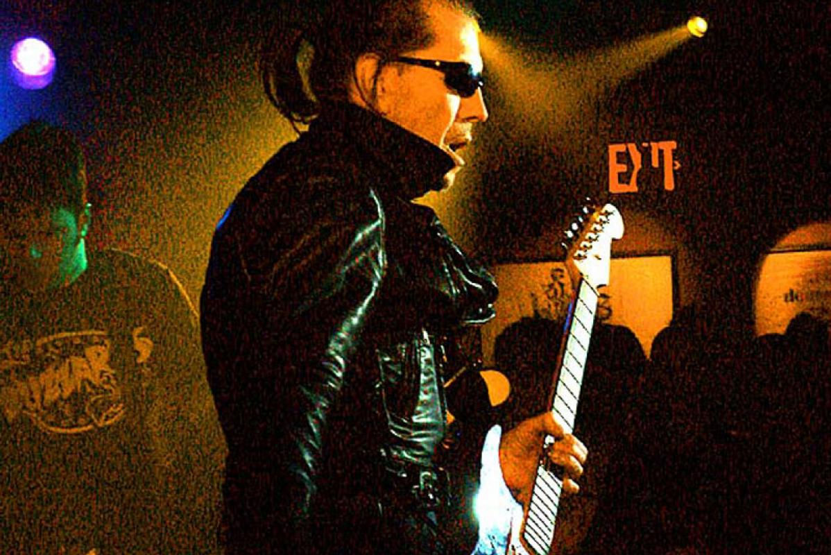 Link Wray performing in a nightclub, 2003