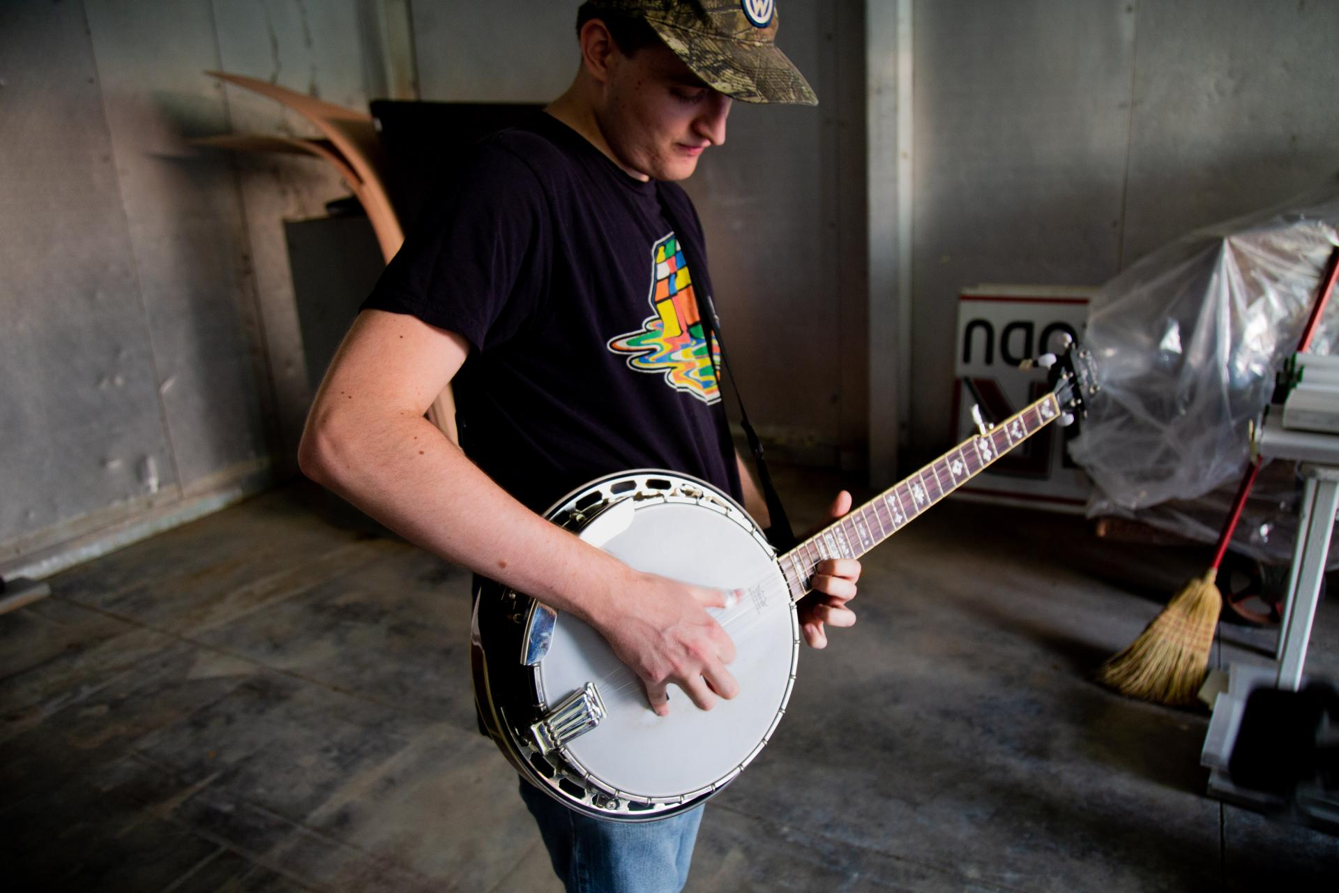 A banjo player showing off his chops off-stage
