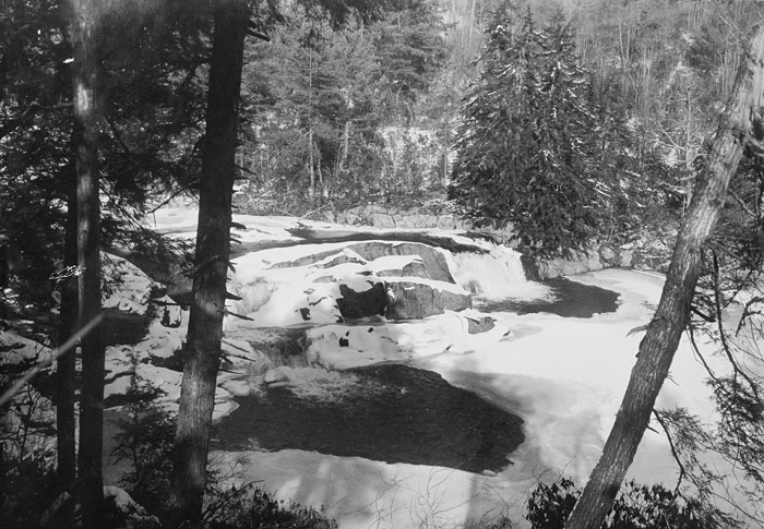 Mountain waterfalls in ice and snow, circa 1910. Image from the State Archives.