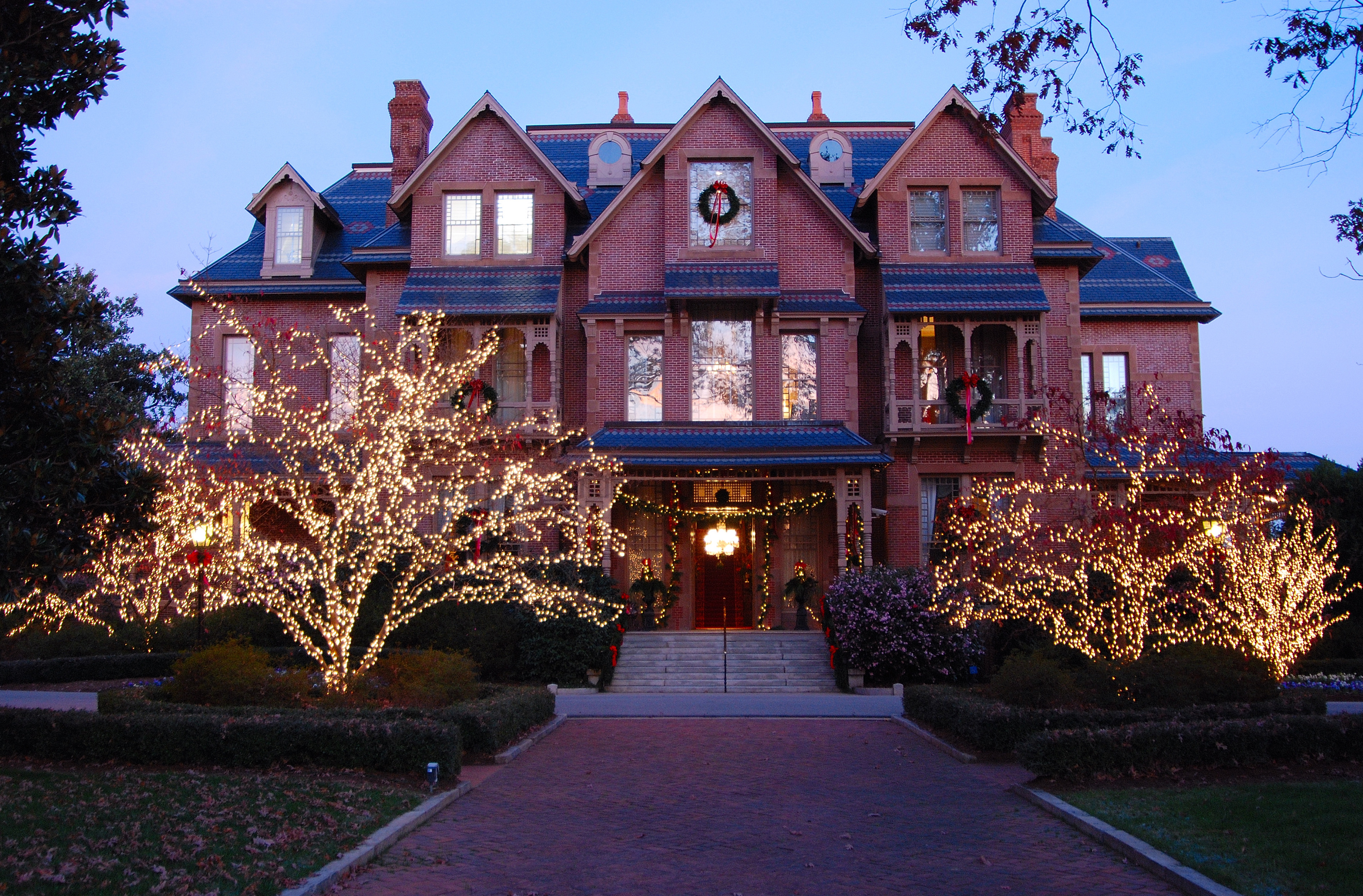 Mansion Hosts Holiday Open House