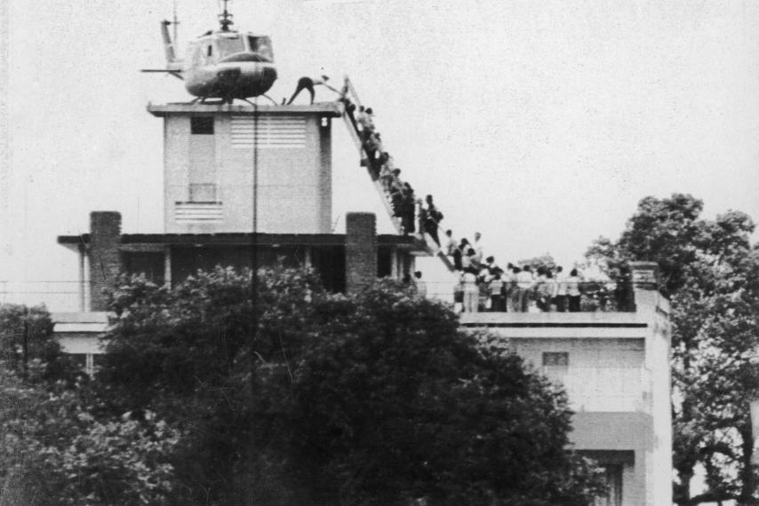 Americans evacuating South Vietnam on April 29, 1975. Image from Hugh van Es/UPI.