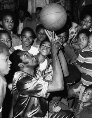 Meadowlark Lemon delights entranced youngsters at Nickerson Recreation Center. in Los Angeles, circa 1972. Image from the Los Angeles Public Library.