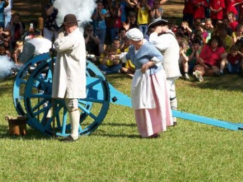 Cannon blast for kids at Alamance Battleground