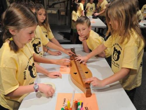 Students Work on a Tar Heel Junior Historian Association Project