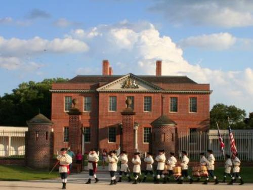Tryon Palace's Fife and Drum Corps Marches Through New Bern