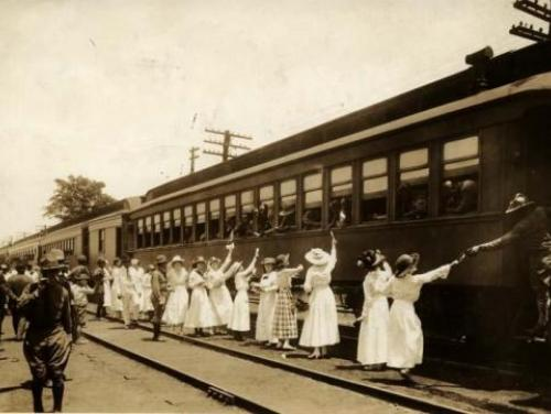 Women say goodbye to soldiers departing for World War I