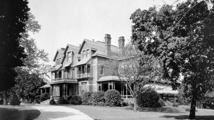 Black and white image of the North Carolina Executive Mansion