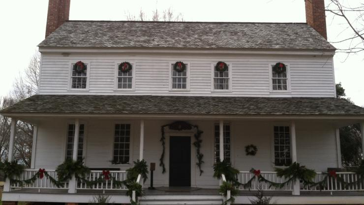 House in the Horseshoe decorated for Christmas