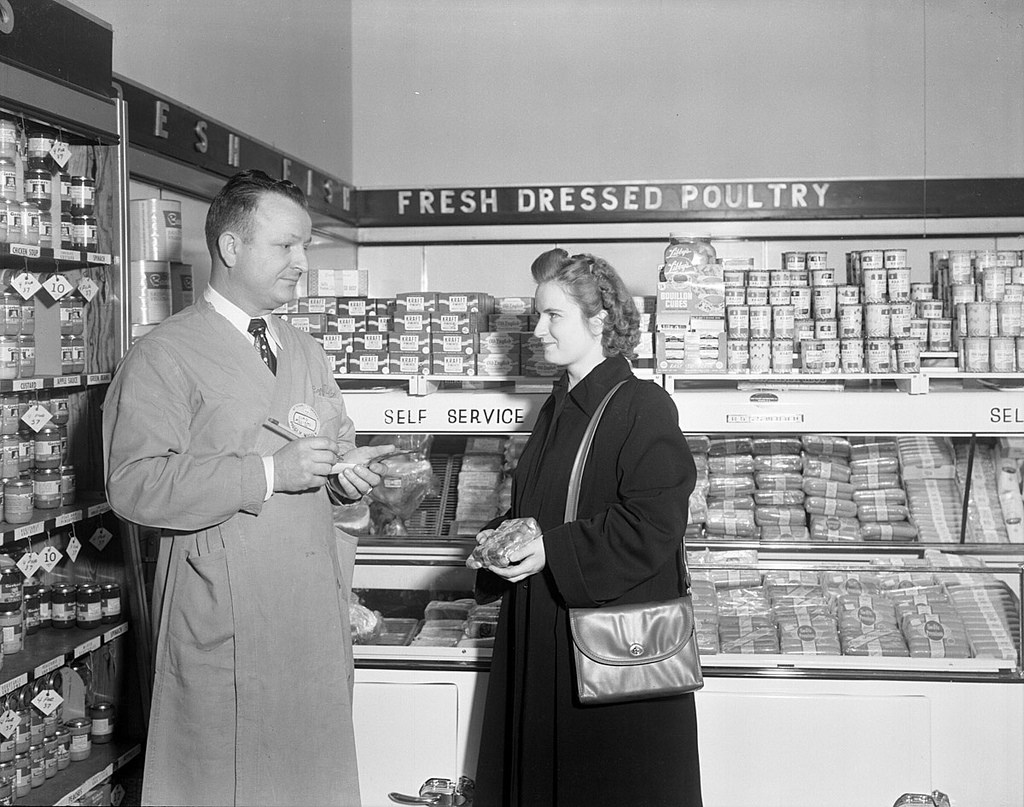 A grocery store in 1949. Image from the State Archives