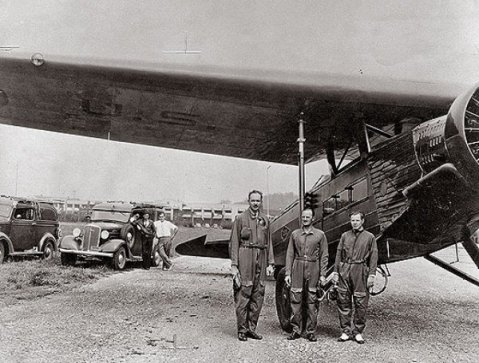 Holloman (center) with other pioneers in automated aviation. Image from the National Museum of the U.S. Air Force.