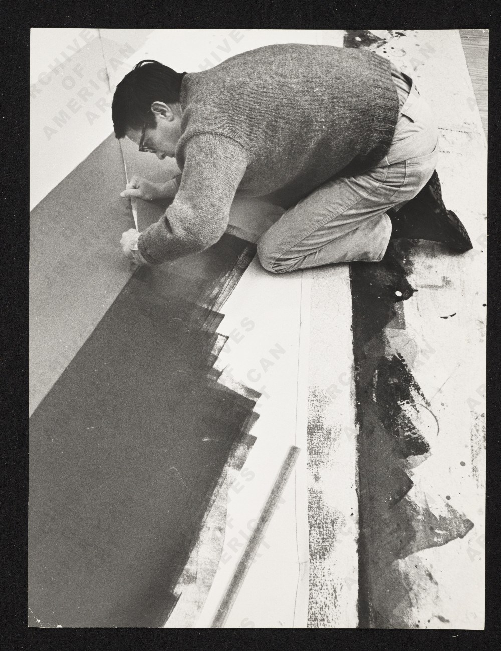 Noland painting in 1968. Image from the Smithsonian Archives of American Art.