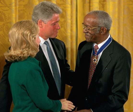 John Hope Franklin with Bill and Hillary Clinton. Image from the Washington Post.