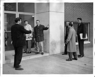 Students outside Charlotte College, circa 1959-60. Image from University Archives, J. Murrey Atkins Library Special Collections at UNC-Charlotte.