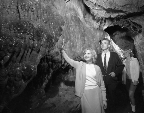 Visitors at Linville Caverns, circa September 1966. Image from UNC-Chapel Hill Libraries.