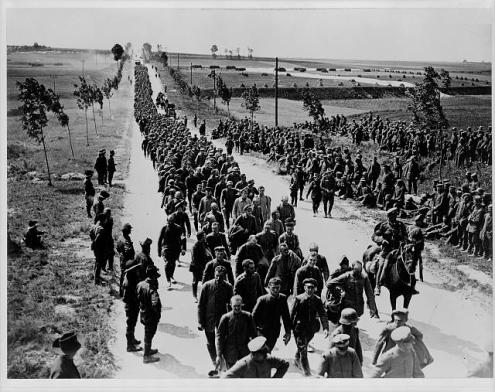 German prisoners in batches of 1,000 arriving at a prisoners of war cage. the Library of Congress.