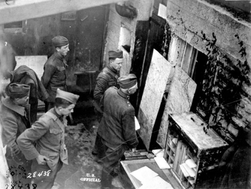 The 60th Brigade of the 30th Division's Signal Headquarters near Premont, France, in October 1918. Image of State Archives.