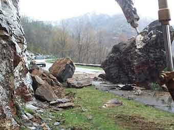 Blue Ridge Parkway (April 24, 2003) — A landslide closed the Blue Ridge Parkway in April 2003 following heavy rains
