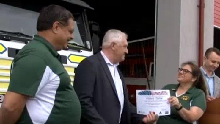 Samantha Royster presents completion certificate to CERT class member in Moldova