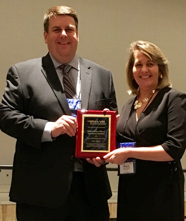 Bill Cole, IMPA-HR President, presents the IPMA-HR Agency Award for Excellence to Paula Woodhouse