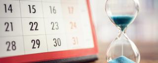Image of a calendar with hourglass