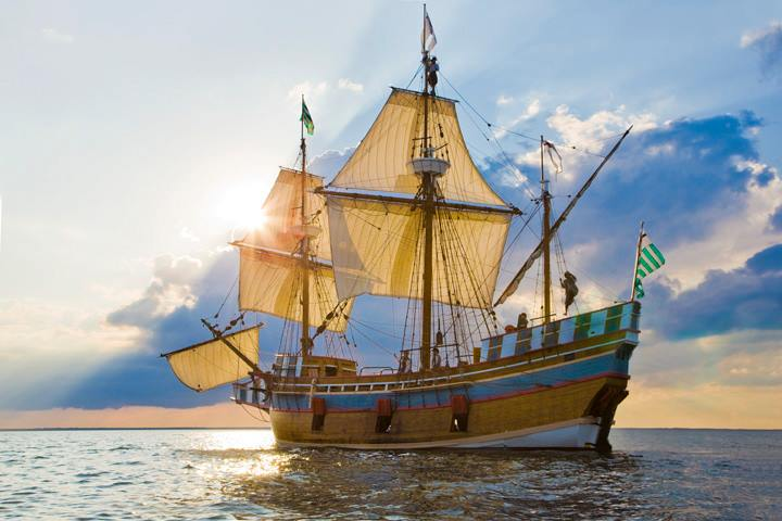 The Elizabeth II sailing from her homeport at Roanoke Island Festival Park at sunset